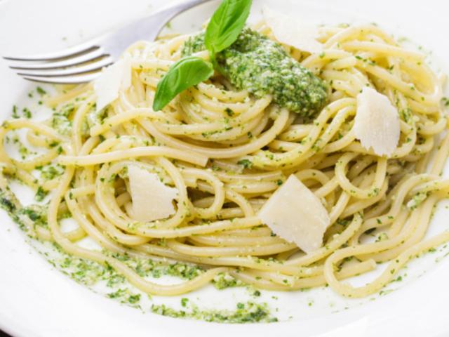 Спагети със сос песто
