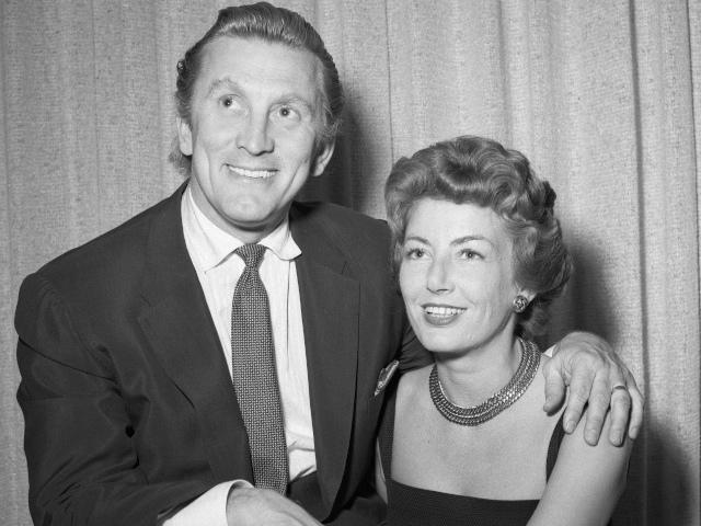 Снимка за спомен от сватбата им през 1954г. Снимка: БГНЕС/EPA