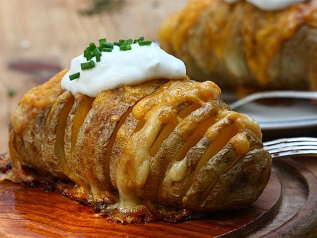 Пълнени картофи с масло и кашкавал