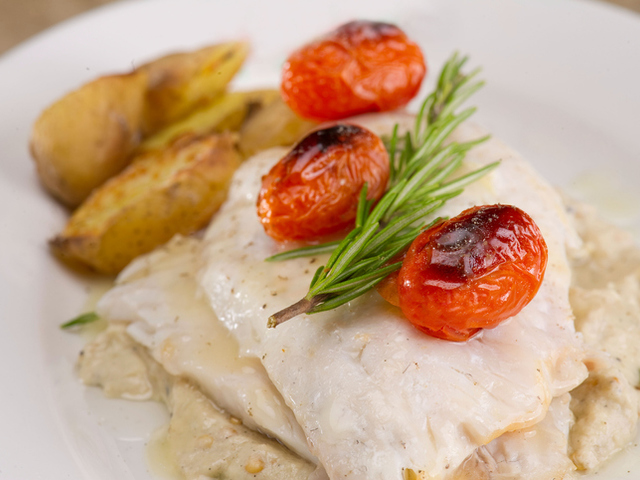 Рибно филе с чери домати