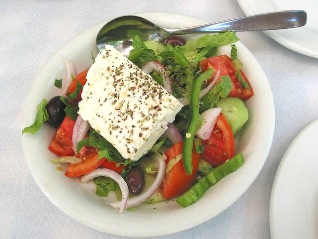 Гръцка салата с козе сирене