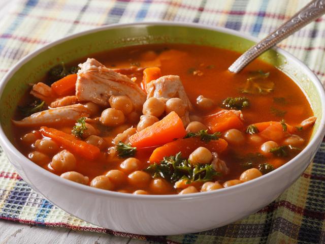 Пилешка яхния с нахут и зеленчуци
