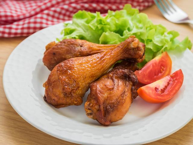 Чеснови пилешки бутчета с бяло вино