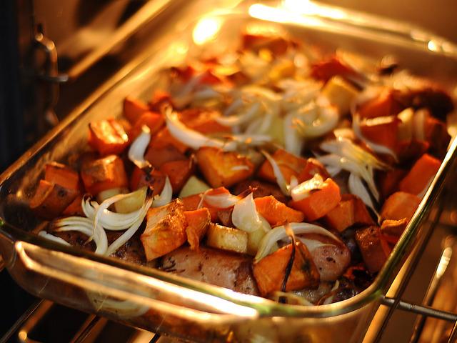 Пилешки бутчета с топено сирене, гъби и картофи