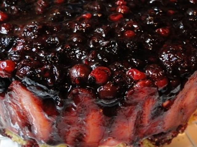 Чийзкейк с ягоди и горски плодове