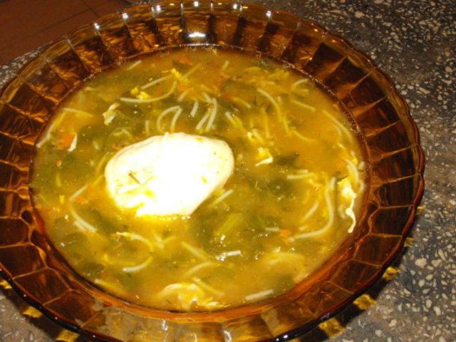 Спаначена супа с яйце и фиде