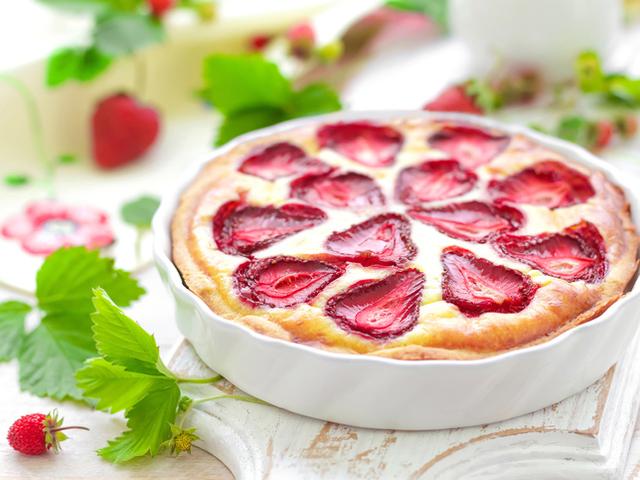 Сладкиш с рикота и ягоди