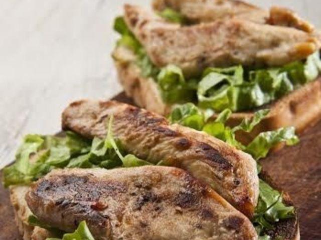 Сандвич с мариновано пилешко