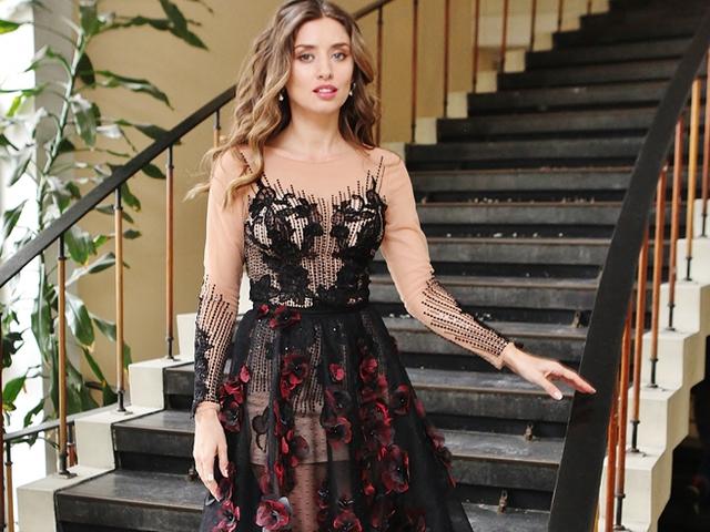 """Саня Борисова с рокля """"Хабенария""""."""