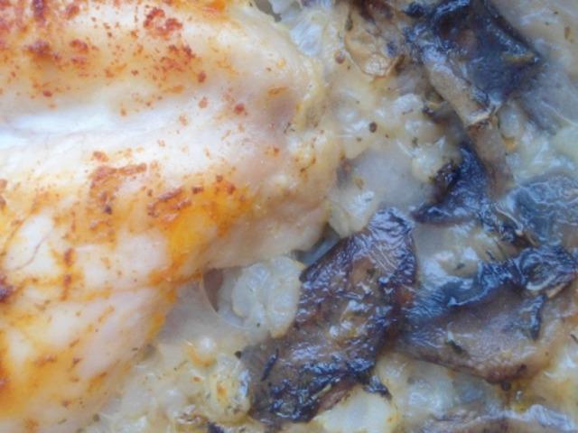 Пиле с ориз и гъби на фурна