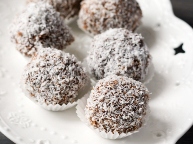 Бонбони с кокос и фурми