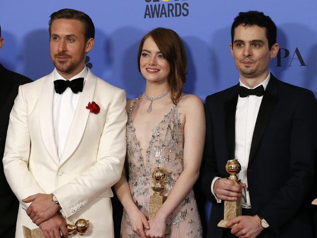 Райън Гослинг, Ема Стоун и Деймиън Чазел позират с наградите. Снимка: Reuters