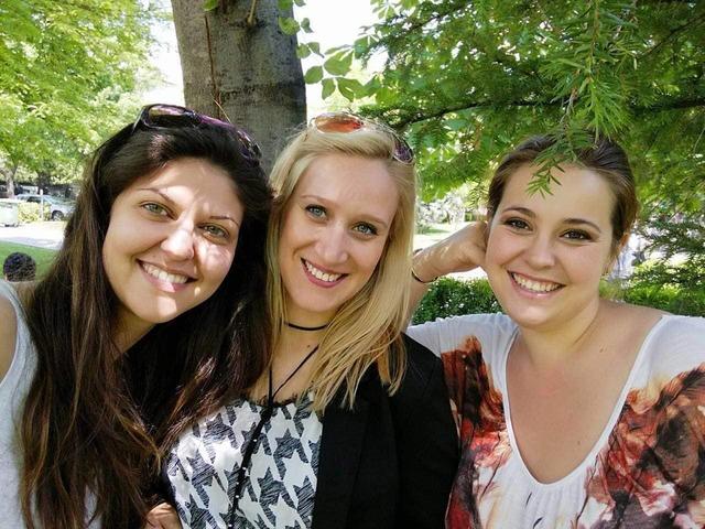 Ива, Кристияна и Габриела, създателки на Wood Wonders. Снимка: личен архив