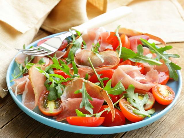 Вкусна и лесна салата с прошуто