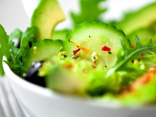 Великденска салата с рукола и авокадо