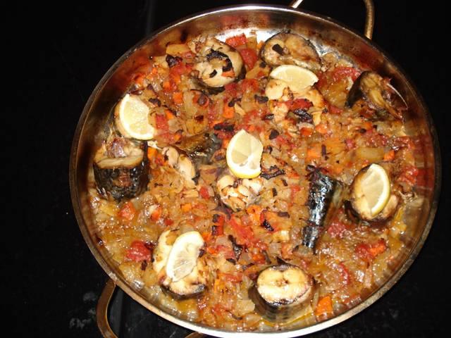 Скумрия с доматен сос