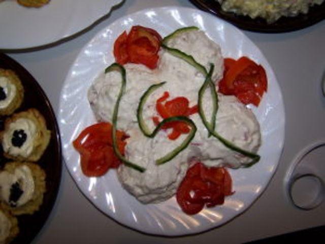 Салата от крема сирене и червени чушки