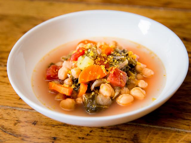 Зеленчукова супа с кейл и картофи