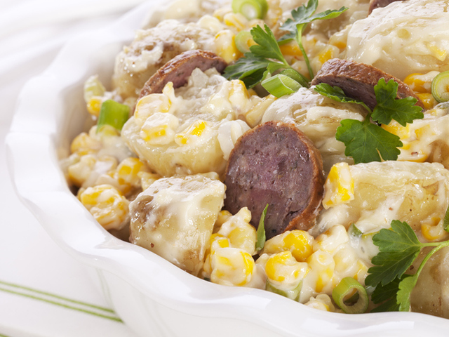 Картофена салата с царевица, яйца и колбас