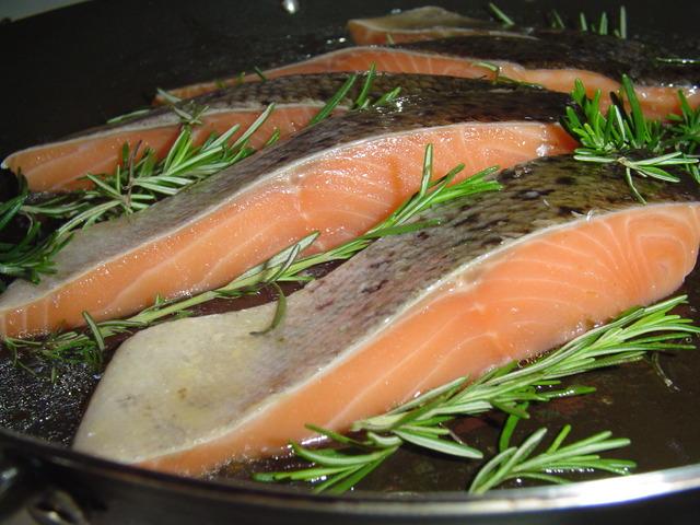 Риба сьомга, която е богата на витамин В12 Снимка: Sxc.hu