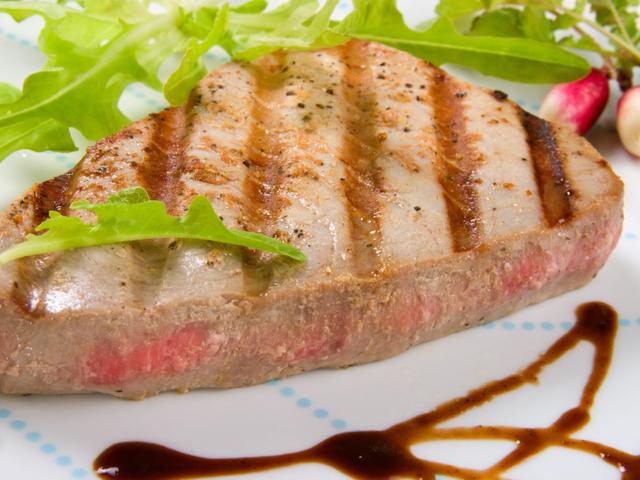 Риба тон със сусам и уасаби