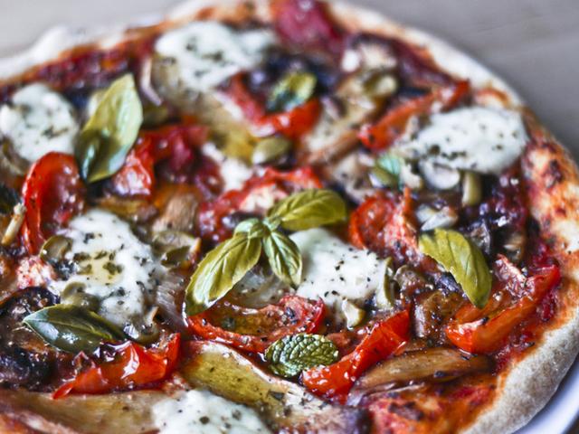 Кето пица с моцарела