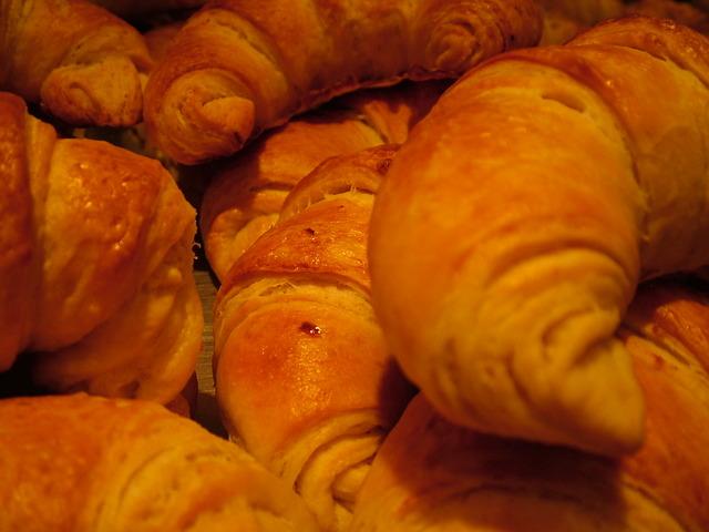Кифлички с  орехи и мармалад