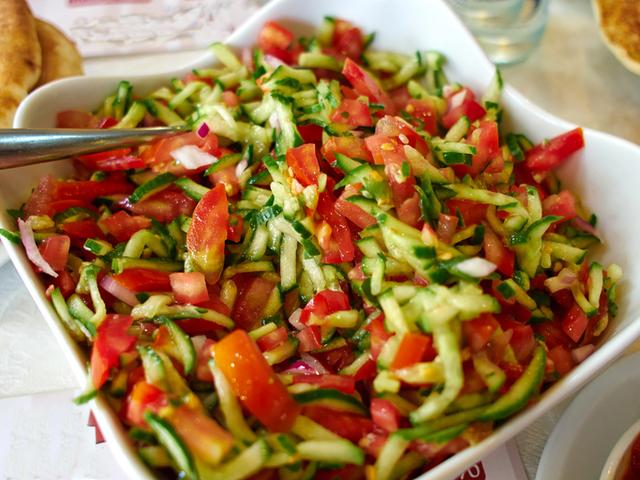 Израелска салата с домати и краставици