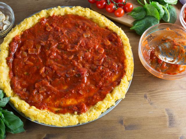 Лесна полента с доматен сос и пармезан