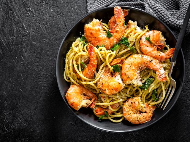 Спагети със скариди, чесън и лимонов зехтин