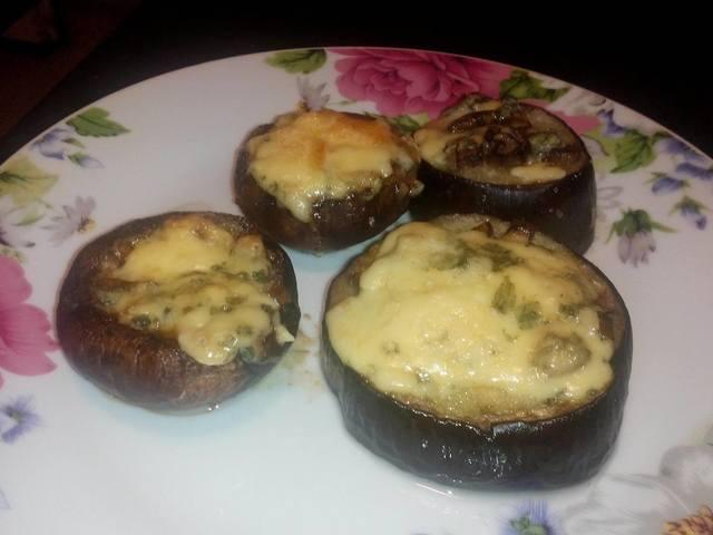 Гъби с масло, чесън и синьо сирене