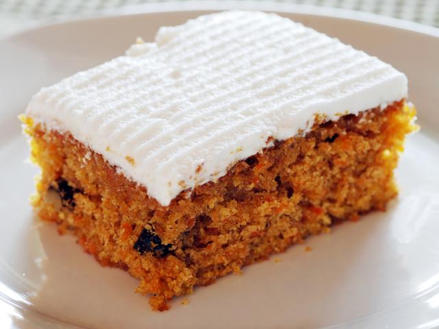 Морковена торта с орехи и канела