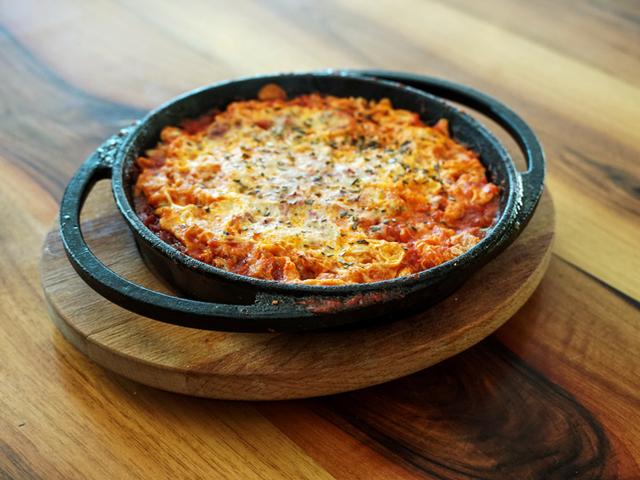 Запечено сирене с домати