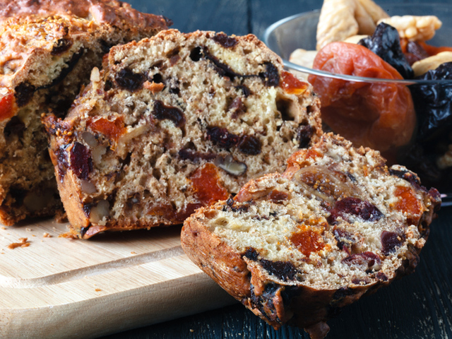 Коледен хляб с плодове и ядки