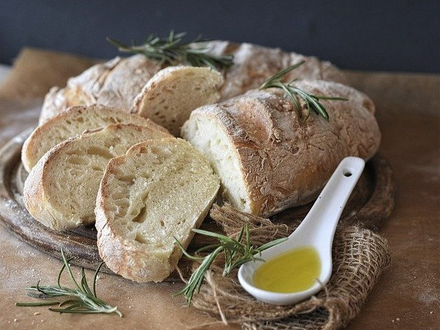 Рецепти за хляб с маслини, сирена, билки, чесън