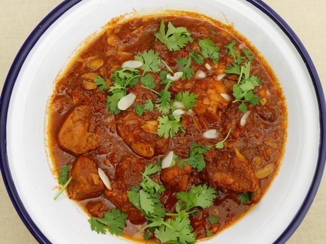 Пилешки гърди в доматен сос