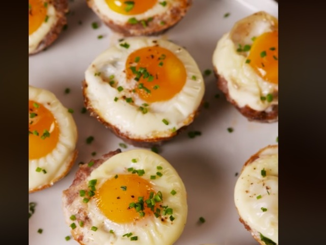 Гнезда от кайма с кашкавал и яйце