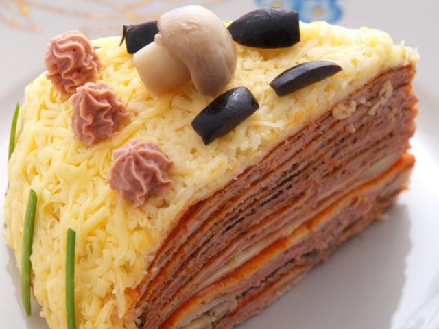Солена торта с палачинки