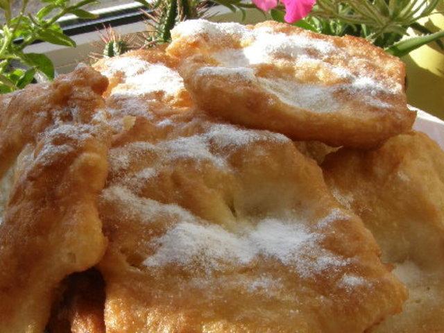 Класически мекици с пудра захар