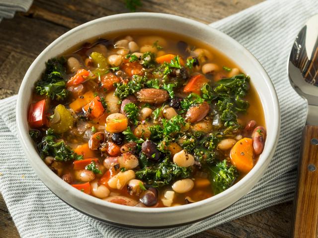 Лесна супа с три вида боб