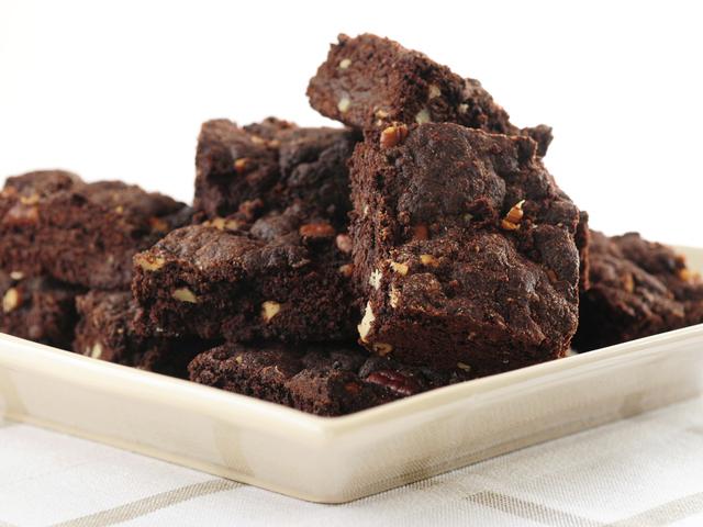 Вкусни шоколадови блокчета с ядки