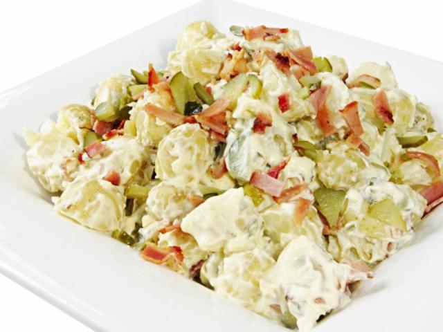 Картофена салата с печени чушки и грах
