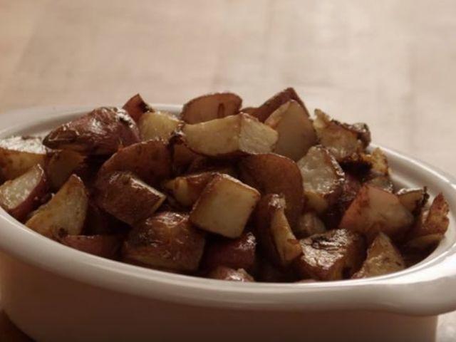 Печени червени картофи с кашкавал