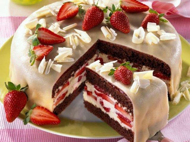 Марципанова ягодова торта