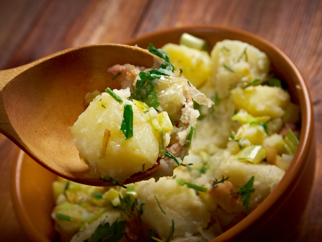 Немска топла картофена салата