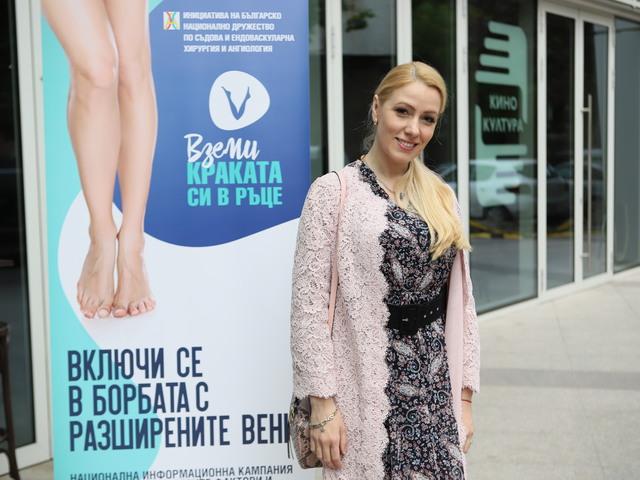 Деси Бакърджиева.
