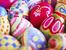 Красива поставка за яйца с балон и прежда