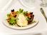 Зелена салата със синьо сирене и карамелизирани орехи