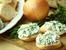 Крема сирене с чесън и свежи подправки