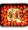 Запечено фета сирене с чери домати